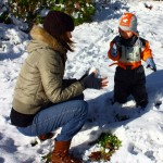 mich-noah-making-snowballs